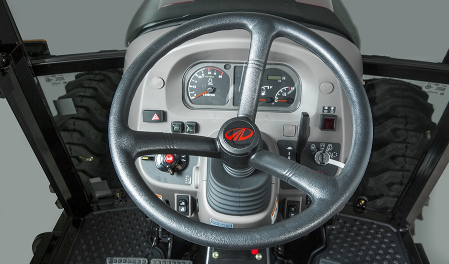 2655_HST_Cab_raw_studio_platform_3_steering_wheel_zoom_57